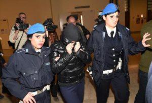 La studentessa bocconiana Martina Levato viene portata nell'aula delle direttissime del palazzo di Giustizia di Milano, 8 gennaio 2015. ANSA/DANIEL DAL ZENNARO