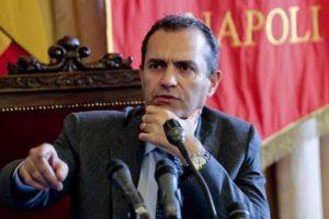 Un momento della conferenza stampa del sindaco di Napoli Luigi De magistris nel corso della quale ha annunciato le dimissioni del vicesindaco Tommaso Sodano, Napoli, 17 Giugno 2015. ANSA/ PRIMA PAGINA