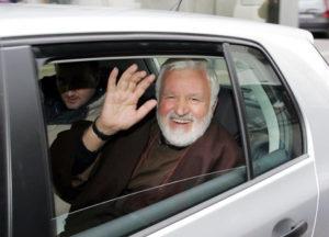 Padre Fedele Bisceglia in una foto d'archivio. ARENA/ANSA