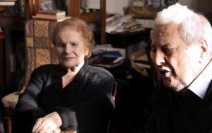 I coniugi Mario Fiorentini e Lucia Ottobrini nella loro abitazione di Roma, in una foto scattata il 20 aprile 2015. ANSA/MARTINO IANNONE