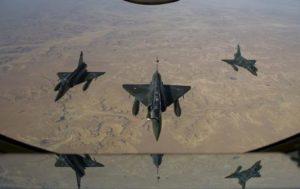Hollande: 'Voli su Siria in vista dei raid'. Ma l'Italia si sfila