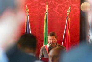 Ignazio Marino celebra un matrimonio nella sala rossa del Campidoglio, Roma, 9 ottobre 2015. ANSA/ALESSANDRO DI MEO