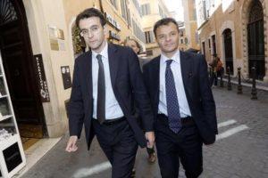Alfredo D'Attorre (s) e Stefano Fassina passeggiano vicino a Montecitorio, Roma 22 Aprile 2015. ANSA/GIUSEPPE LAMI