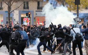 Scontri Parigi 3