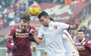Torino's Andrea Belotti (L) and Roma's Miralem Pjanic (R) in action during the Italian Serie A soccer match Torino-Roma at the Olympic stadium in Turin, Italy, 05 December 2015. ANSA/ ALESSANDRO DI MARCO