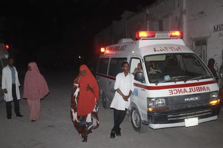 Attacco di terroristi Shebaab a ristorante di Mogadiscio, 19 morti
