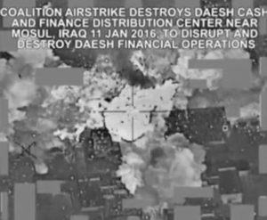 """da accogli ++ Bombe Usa su 'tesoro' Isis, milioni dollari in cenere ++  Centrato un deposito dei jihadisti, colonna banconote dopo raid  ROMA  (ANSA) - ROMA, 16 GEN - I cacciabombardieri Usa hanno centrato un deposito di denaro dello Stato islamico a Mosul in Iraq: lo mostra un video della Difesa americana rilanciato dai media statunitensi. L'edificio viene centrato da una bomba e dopo l'esplosione si nota fluttuare nell'aria una vera e propria colonna di banconote. Gli esperti della Difesa stimano il denaro distrutto in """"milioni di dollari"""". Il bombardamento risale all'11 gennaio scorso. (ANSA).  ACC/ S0B QBXB"""