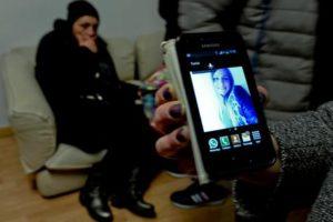 Emilia Cipolletta, la madre di Gabriella (in una recente foto scattata con il cellulare)  la diciannovenne morta ieri pomeriggio al Cardarelli di Napoli in seguito a un intervento di aborto, Napoli, 13 Gennaio 2016. ANSA/ CIRO FUSCO