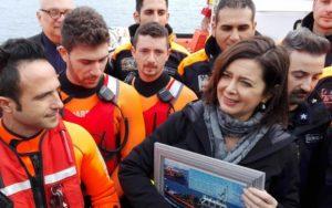 La presidente della Camera Laura Boldrini incontra gli uomini della Guardia Costiera italiana a Lesbo, 13 febbraio 2016. ANSA/Laurence Figà-Talamanca
