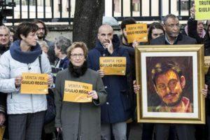 Un momento del sit-in davanti all'ambasciata egiziana per chiedere la verit?? sulla morte di Giulio Regeni, Roma, 25 febbraio 2016. ANSA/MASSIMO PERCOSSI