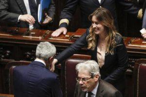 Abbracci e saluti per il MInistro delle Riforme Maria Elena Boschi alla Camera dei Deputati dopo il voto finale del disegno di legge sulle Riforme Costituzionali, Roma, 12 Aprile 2016. ANSA/ GIUSEPPE LAMI