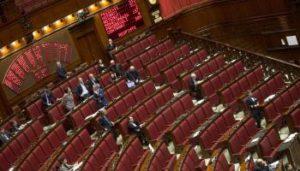 Un momento delle votazioni degli emendamenti con parte dell'emiciclo vuoto durante la giornata alla Camera, Roma, 13 Febbraio 2015. ANSA/CLAUDIO PERI