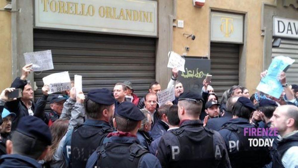 Contestazione-a-Renzi