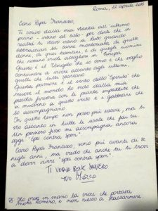 """La lettera che Marco Pannella ha inviato a Papa Francesco il 22 aprile scorso, pubblicata dal sito di Famiglia Cristiana. La lettera e' stata scritta a mano con i saluti in maiuscolo: """"TI VOGLIO BENE DAVVERO TUO MARCO"""". Roma, 20 maggio 2016. ANSA/ FAMIGLIACRISTIANA.IT +++EDITORIAL USE ONLY - NO SALES+++"""