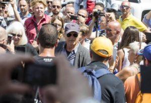 Terence Hill arriva nella Chiesa degli Artisti dove stanno cominciando i funerali di Carlo Pedersoli, in arte Bud Spencer a Piazza del Popolo a Roma, 30 giugno 2016. ANSA/MASSIMO PERCOSSI