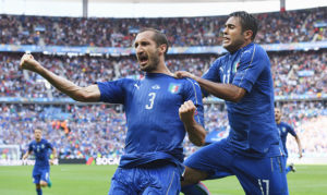PARIS, FRANCE - JUNE 27: Giorgio Chiellini (L) of Italy celebrates scoring with Eder after scoring the opening goal with his team mate Eder (R) during the UEFA EURO 2016 round of 16 match between Italy and Spain at Stade de France on June 27, 2016 in Paris, France. (Photo by David Ramos/Getty Images)