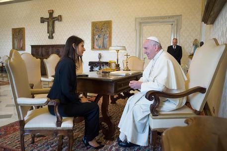 Roma: Raggi in Vaticano per incontrare Papa Francesco