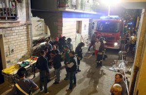 Vigili del fuoco e ambulanze nel rione 'Giardino' a Lavello (Potenza) dove è crollato il solaio di una palazzina per lo scoppio di una bombola di gas, 6 luglio 2016. ANSA/ TONY VECE