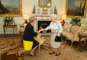 Theresa May e regina Elisabetta II