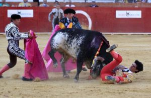 Spanish bullfighter Victor Barrio (R), 29, is gored during a bullfight held on the occasion of Feria del Angel in Teruel, Aragon (Spain), 09 July 2016. Barrio died due to the injures after being seriously gored by his third bull. ANSA/ANTONIO GARCIA