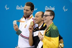 epa05536107 Silver medal winner Tamas Sors of Hungary, gold medal winner Federico Morlacchi and bronze medal winner Timothy Disken of Australia (L-R) display their medals during the awarding ceremony of the men's 200-meter Medley S9 final swimming event of the Rio 2016 Paralympics Games at the Olympic Aquatics Stadium in Rio de Janeiro, Brazil, 11 September 2016. EPA/Szilard Koszticsak HUNGARY OUT HUNGARY OUT
