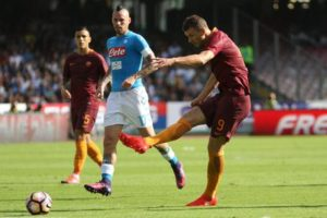 AS Roma forward Edin Dzeko scores the 1-0 goal lead against SSC Napoli during Italian Serie A soccer match between SSC Napoli and AS Roma at San Paolo stadium in Naples, 15 October 2016. ANSA / CESARE ABBATE
