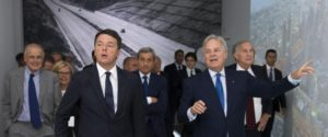 Il premier Matteo Renzi a Milano per i 110 anni di Salini Impregilo, 27 settembre 2016. ANSA/ PRESIDENZA DEL CONSIGLIO DEI MINISTRI - TIBERIO BARCHIELLI +++ ANSA PROVIDES ACCESS TO THIS HANDOUT PHOTO TO BE USED SOLELY TO ILLUSTRATE NEWS REPORTING OR COMMENTARY ON THE FACTS OR EVENTS DEPICTED IN THIS IMAGE; NO ARCHIVING; NO LICENSING +++
