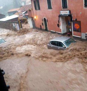 Il fiume Neva a Cisano (Savona) durante la piena - DA CHIARA CARENINI