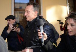 Antonio Logli lascia il tribunale di Pisa con i suoi avvocati, 6 marzo 2015. Il giudice dell'udienza preliminare Giuseppe Laghezza ha pronunciato il dispositivo che dispone il non luogo a procedere per Antonio Logli, il marito di Roberta Ragusa, la donna scomparsa tra il 13 e 14 gennaio 2012. ANSA/FRANCO SILVI