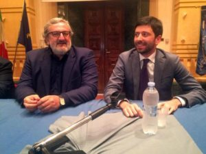 Un momento della conferenza con Roberto Speranza deputato della minoranza Pd (D) e del presidente della Regione Puglia, Michele Emiliano (Pd) a Foggia, 4 Novembre 2016. ANSA