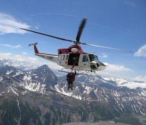 Per ore 130 sciatori sospesi nelle cabine della funivia di for Cabine di pesca nel ghiaccio alberta