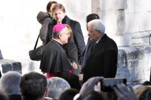 Il Capo dello Stato Sergio Mattarella arriva per assistere ai funerali di Fabrizia Di Lorenzo a Sulmona, 26 dicembre 2016. ANSA/Claudio Lattanzio
