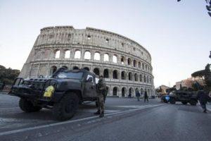 Controlli al Colosseo ANSA/MASSIMO PERCOSSI