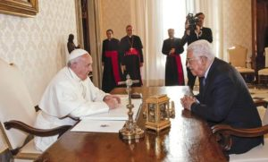epa05716449 Pope Francis (L) speaks with Palestinian President Mahmud Abbas (Abu Mazen) during a private audience in the Vatican, Vatican City, 14 January 2017. The meeting marks the fourth time the pontiff has met with President Abbas.  EPA/GIUSEPPE LAMI / POOL