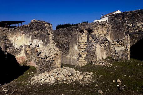 ++ Pompei: crolla muro nei pressi Casa del Citarista ++