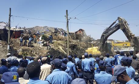 Etiopia: 15 morti e decine dispersi in frana discarica