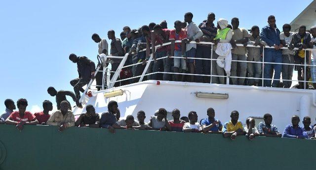 Nave con migranti