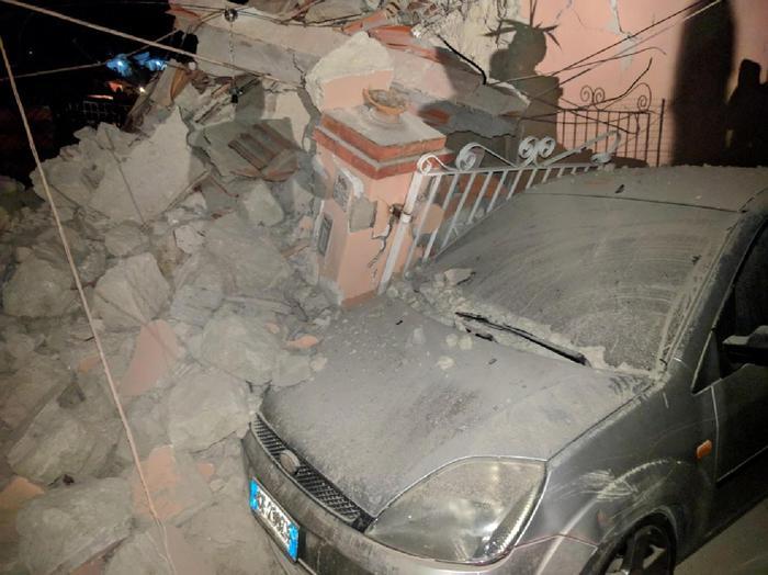 Terremoto Ischia; paura tra turisti,gente in strada