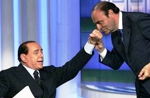 vespa-baciamano-per-Berlusconi