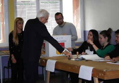 Mattarella vota in Sicilia