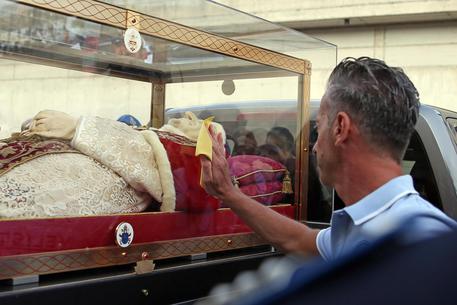 Spoglie Giovanni XXIII in carcere, Bossetti in adorazione