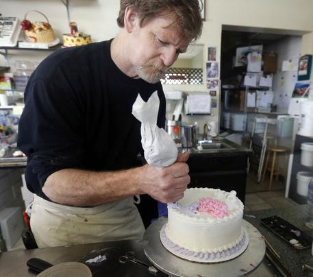 Usa:negò torta nozze gay, Corte suprema gli dà ragione