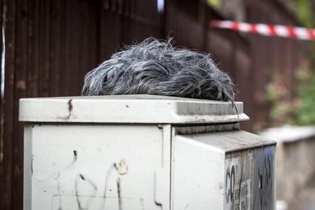 Rapina in banca a Roma: trovate pistola e parrucche