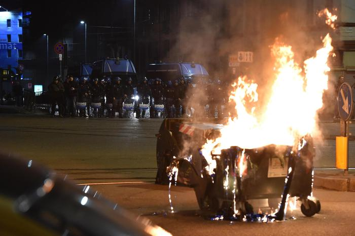 Clashes between anarchists and Police in Turin