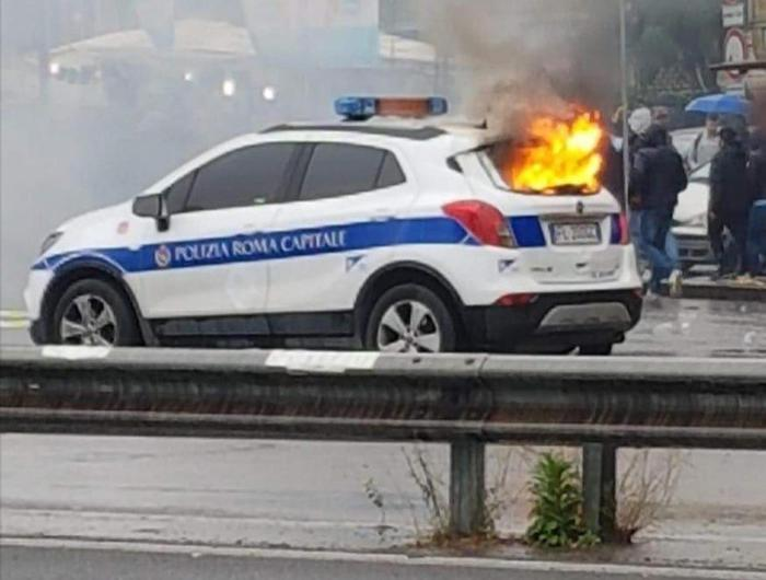 Clashes between some Lazio fans and the police