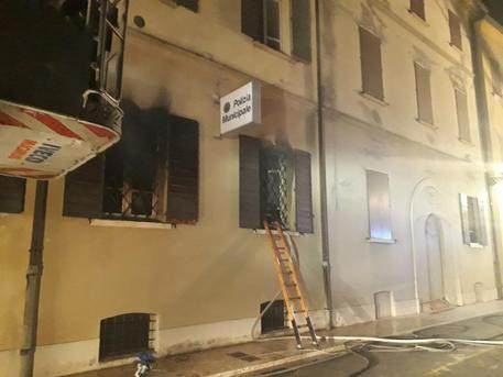 Rogo in sede polizia locale nel Modenese, due morti