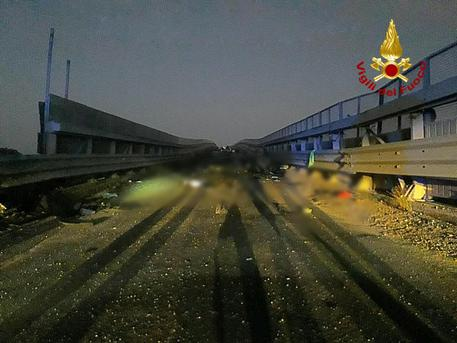 Auto contro guard rail, 4 giovani morti nel Catanes