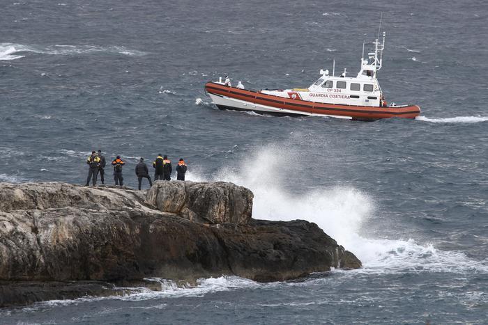 ++ Migranti: naufragio; recuperati cadaveri 5 donne ++