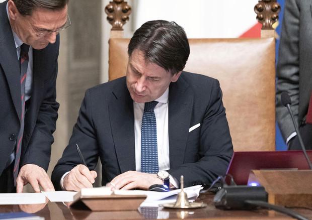 Conte firma il decreto coronavirus