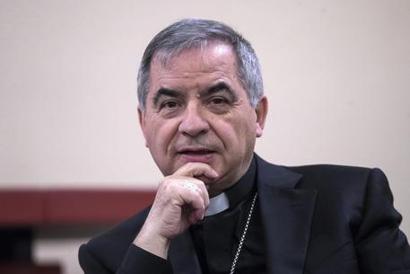 Vaticano:Becciu si dimette da Cause Santi e cardinalato
